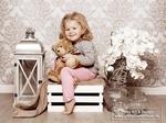 kleines-mädchen-mit-teddy