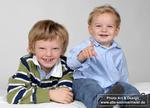 zwei-kinder-am-lachen